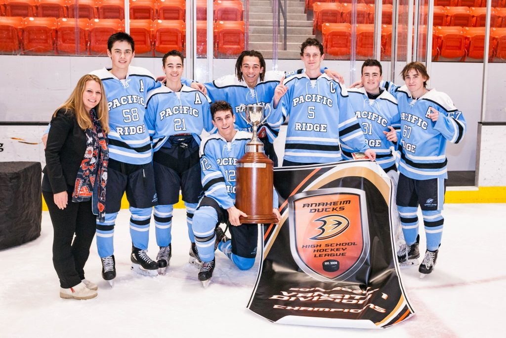 photo of hockey players with the ADHSHL Schulman Cup
